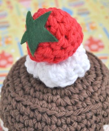 strawberrycrochetcake