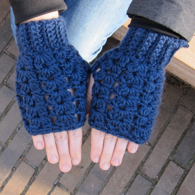 fingerless puff v stitch gloves