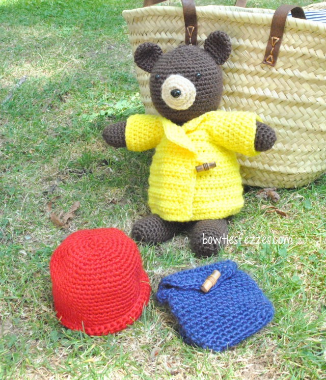 bear outside w accessories cropped wm
